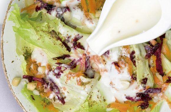 Salada Exótica com Molho de Iogurte e Mel