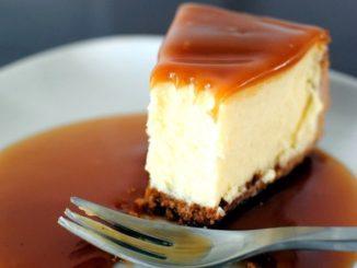 Cheesecake de Café e Molho de Caramelo
